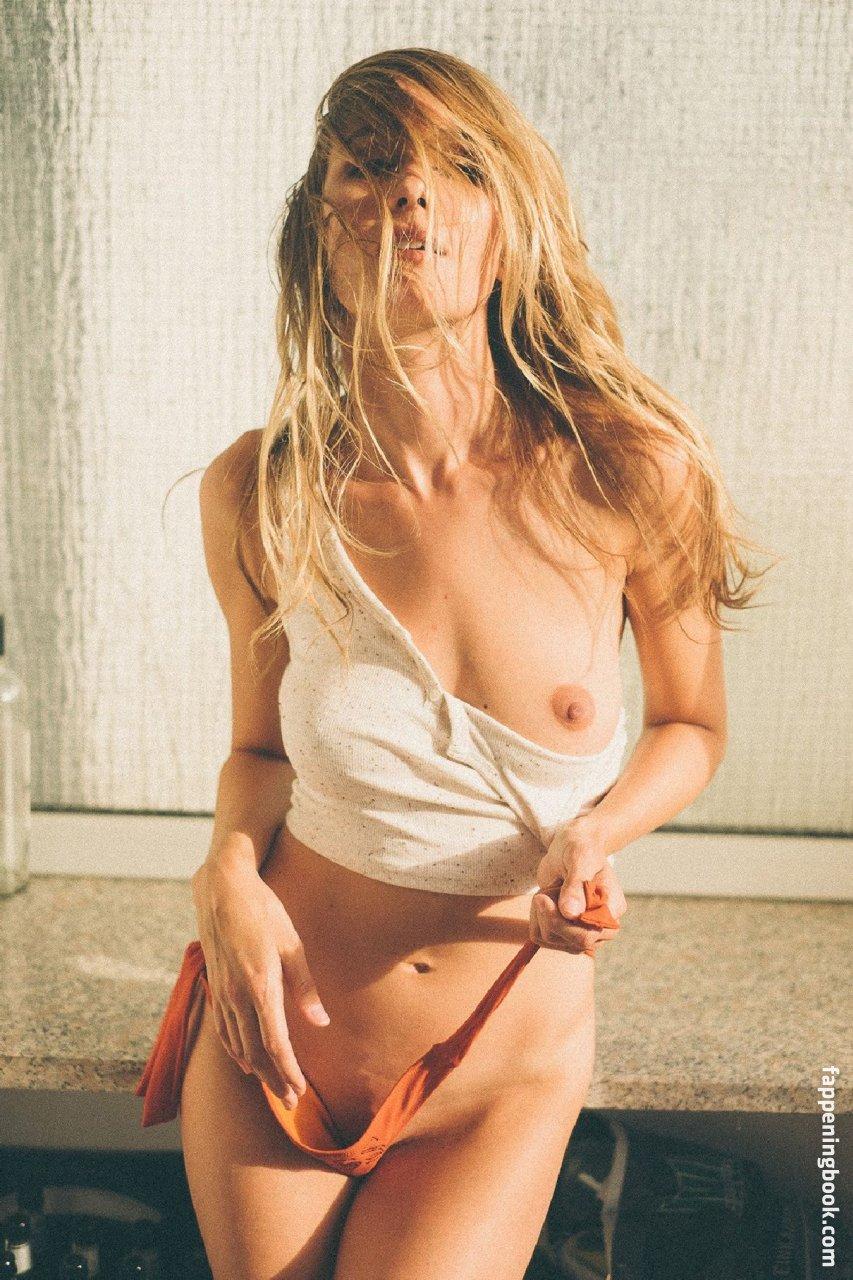 Julia Decker Nude