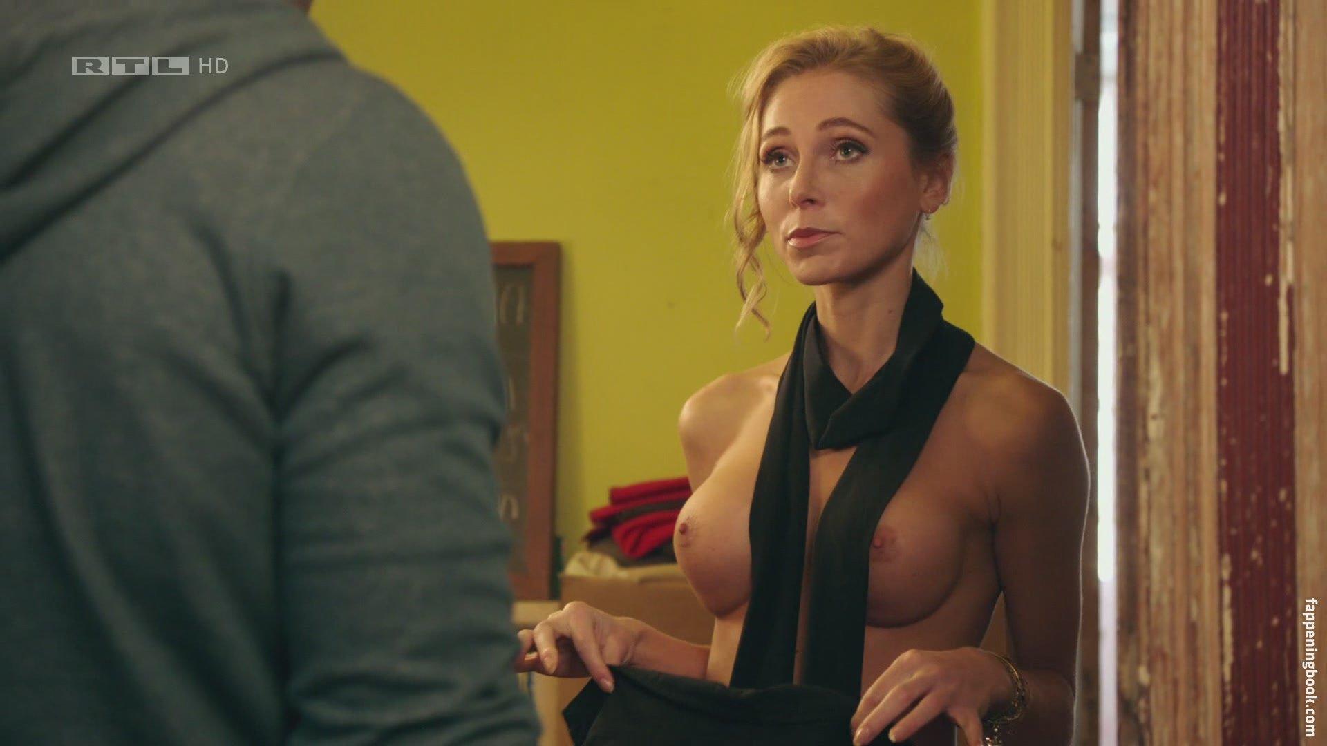 Dietze nackt Julia  Julia Dietze
