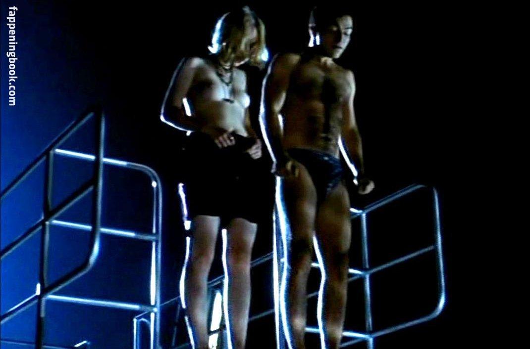 Julia nackt Hummer Nude video