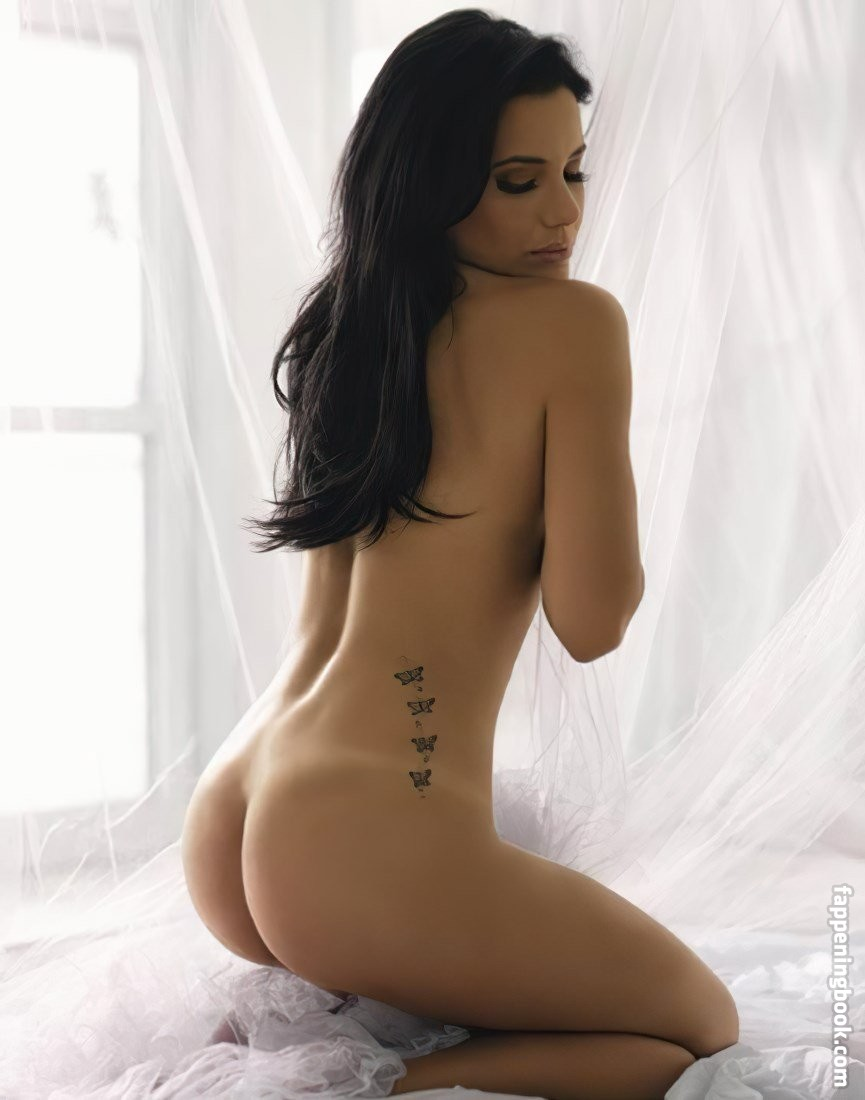 Juliana Knust Nude