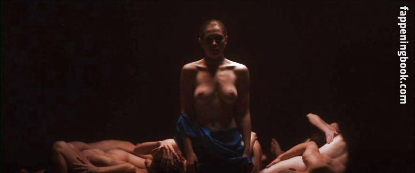 Sunkara  nackt Elle Discover Elle