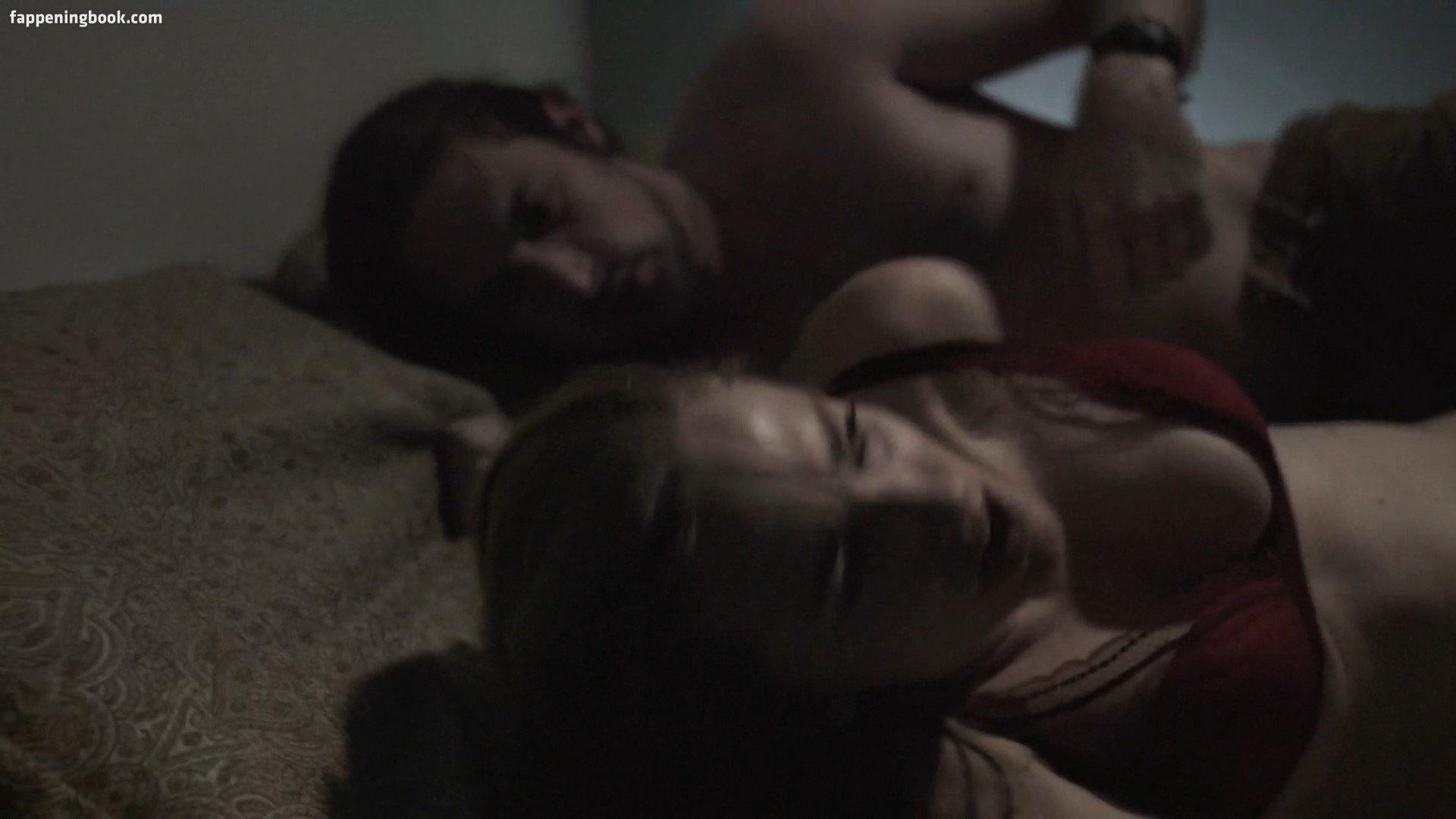 Eltie Pearce  nackt