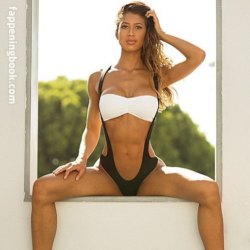 Warm Karina Elle Nude Pictures