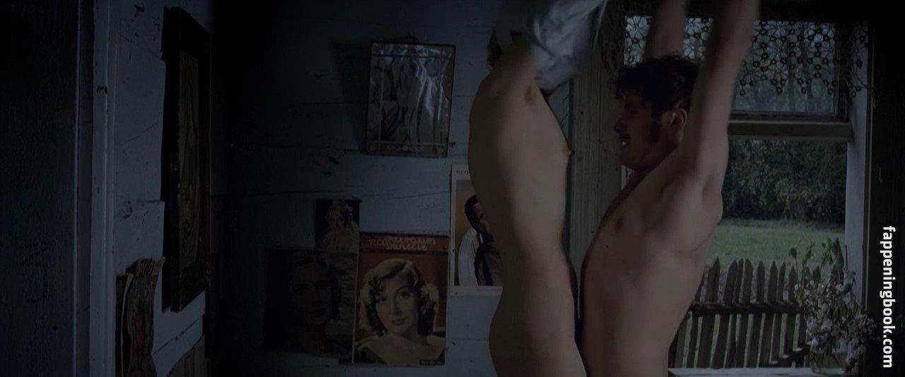 Karolina Kominek Nude