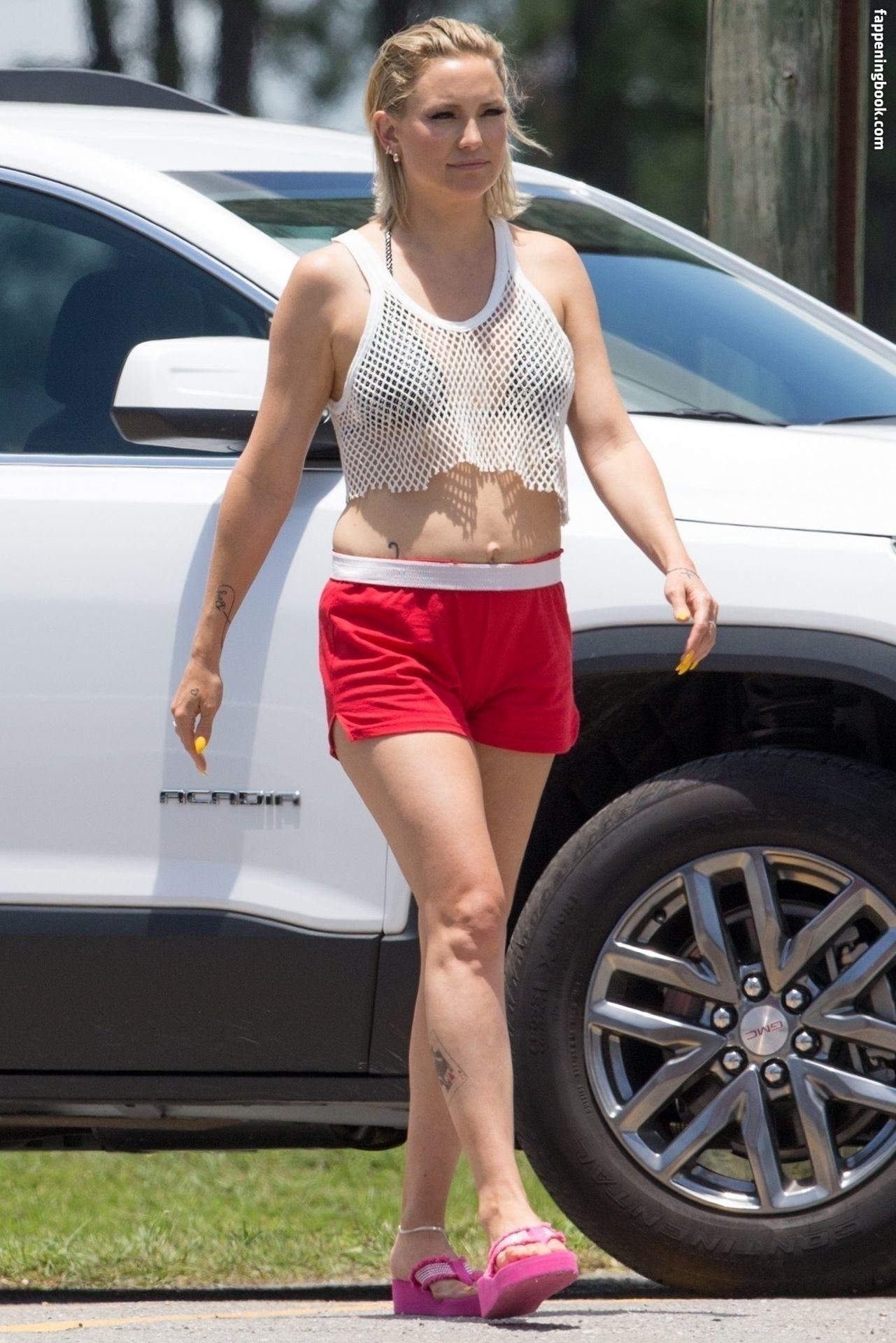 Kate Hudson masterminded naked booty pic to make toyboy