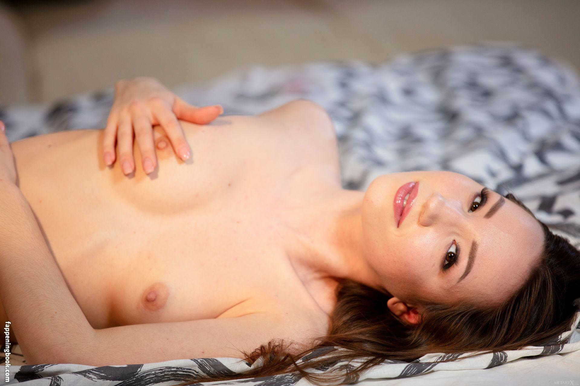 Kate Quinn Nude