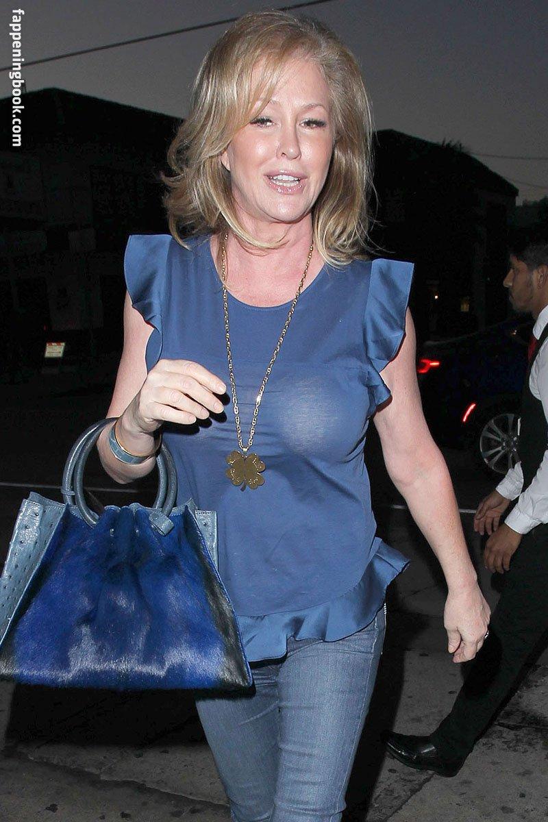 Kathy Hilton  nackt
