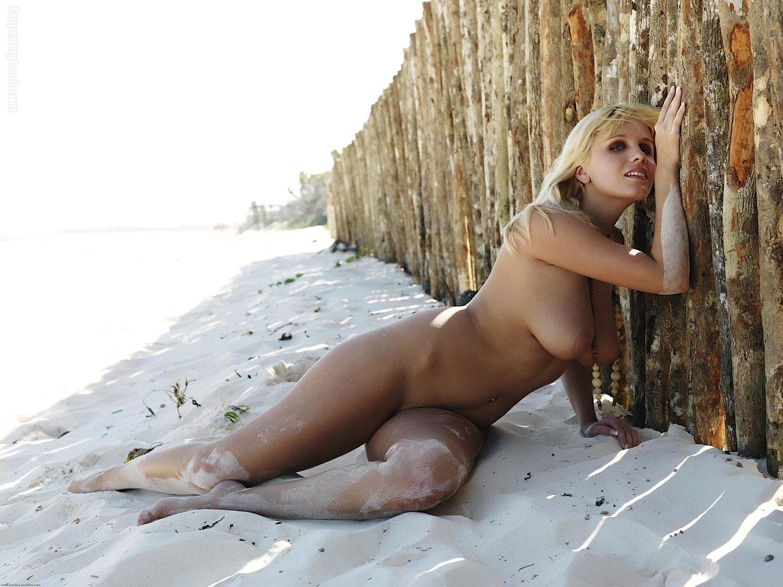 Keira Moon Nude