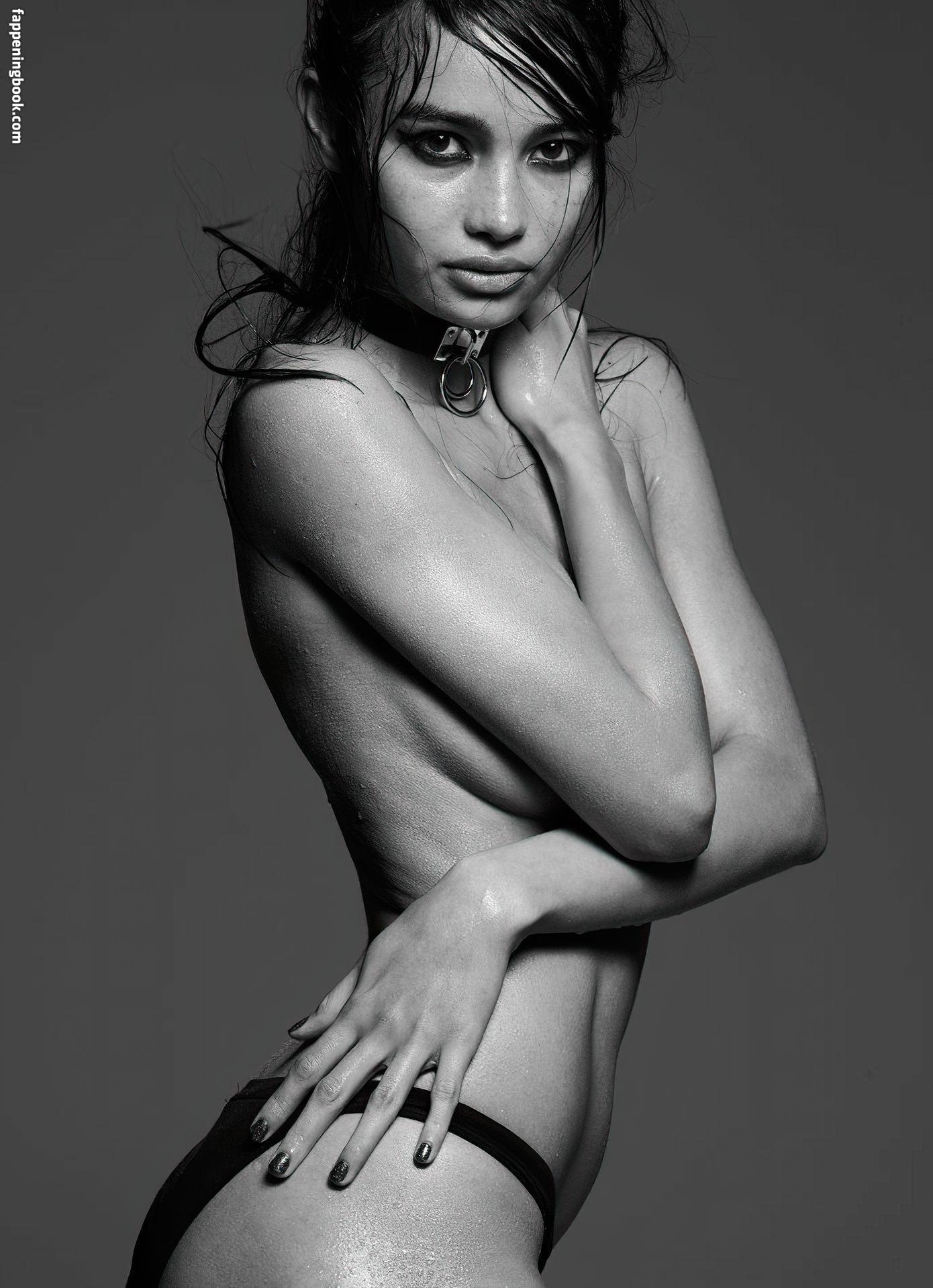 Nackt  Hayley Lochner Freya Christine