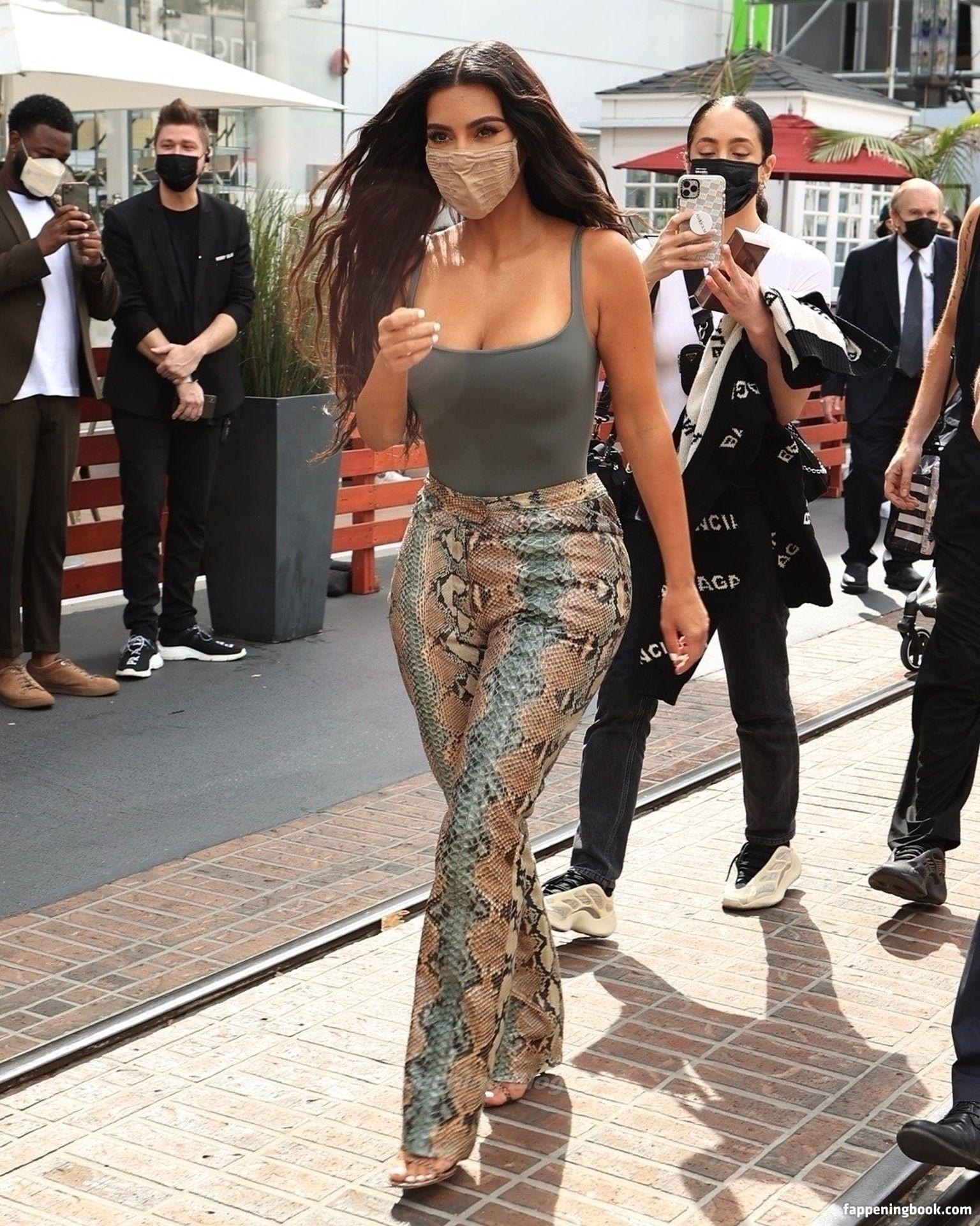 Kim Kardashian Nude, Fappening, Sexy Photos, Uncensored