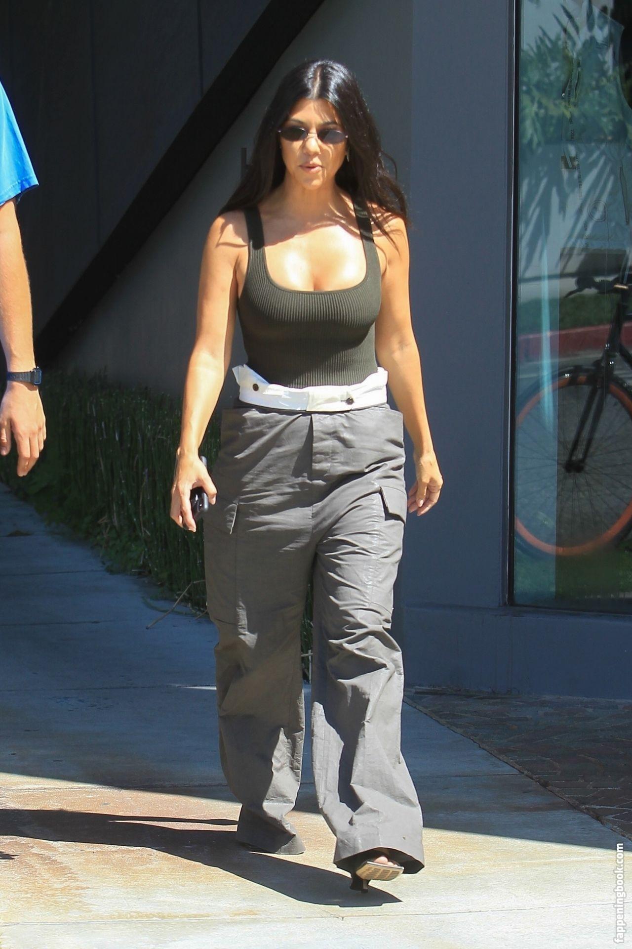 Kourtney Kardashian Showed Her Tits in LA   #The Fappening