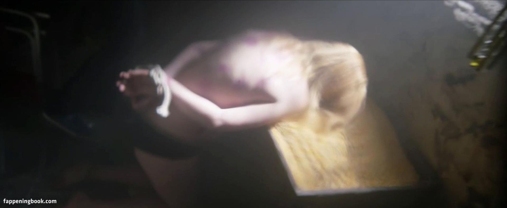 Nackt Carrion Yudith  Nackt unter