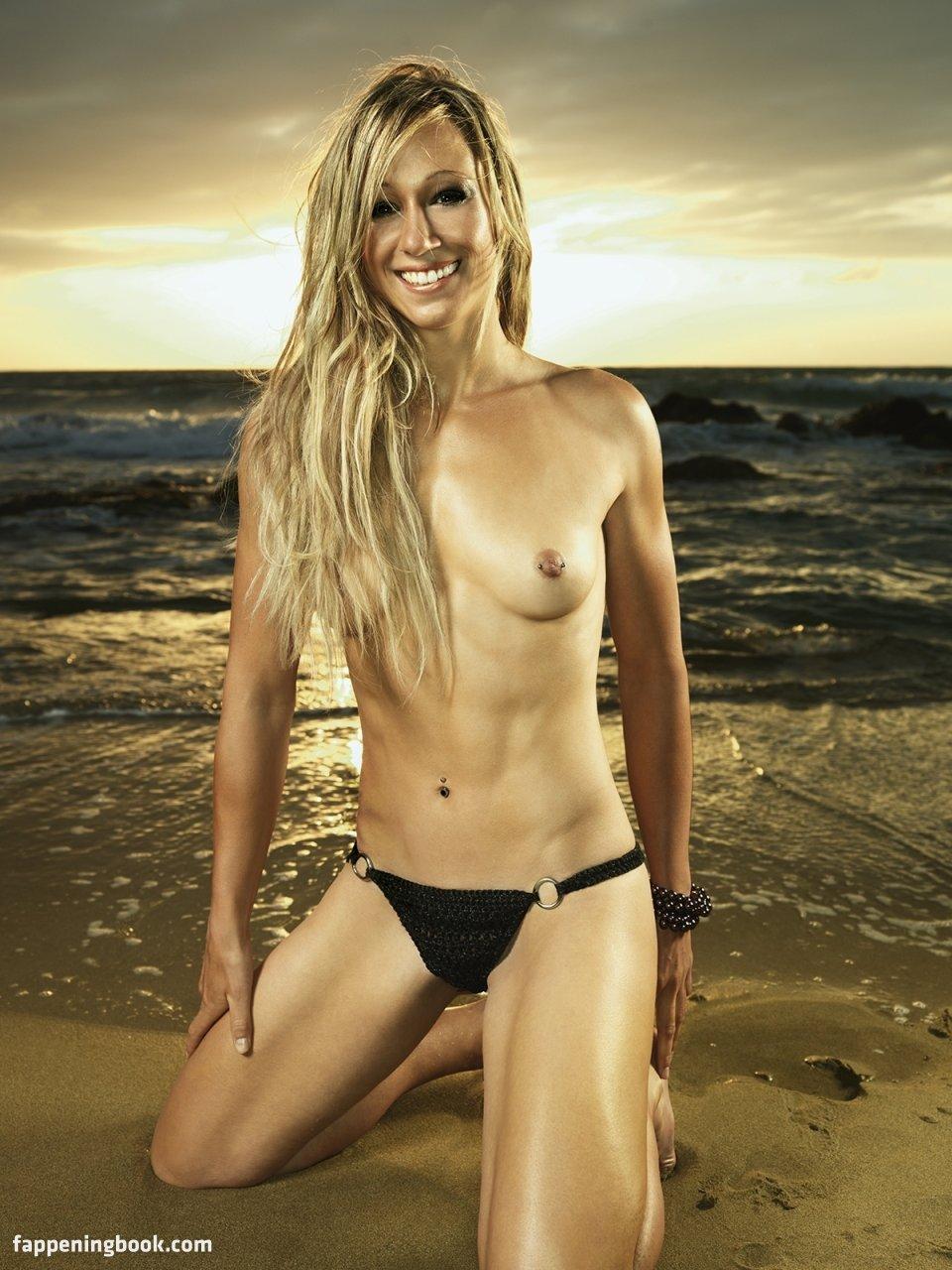 Adams nackt Kristin  Gitana Nude