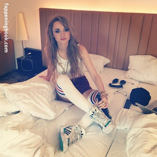 Anna-Lea nackt Popp Follow Anna