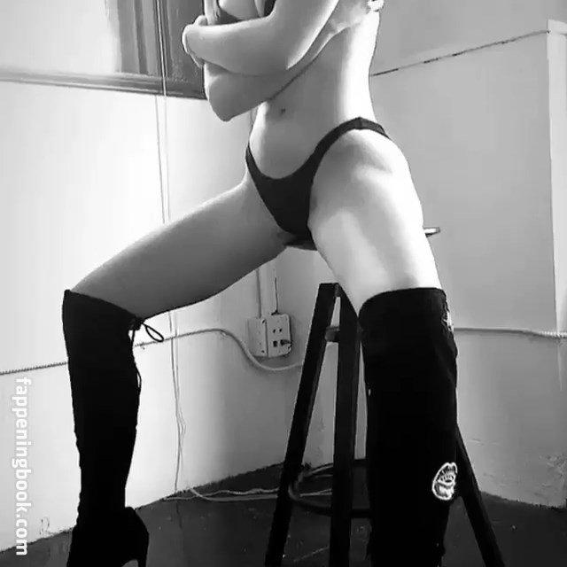 Laura Cartier Nude