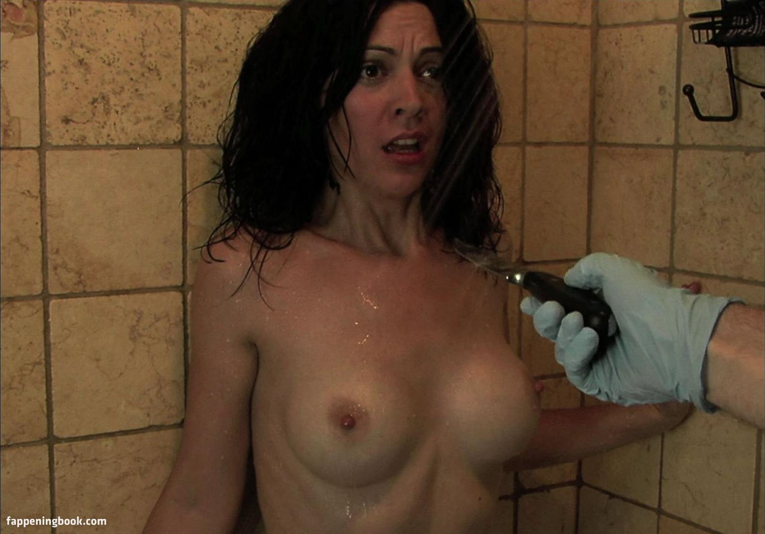 Laura Colquhoun  nackt