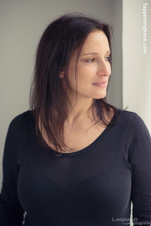 Megan Hallin  nackt