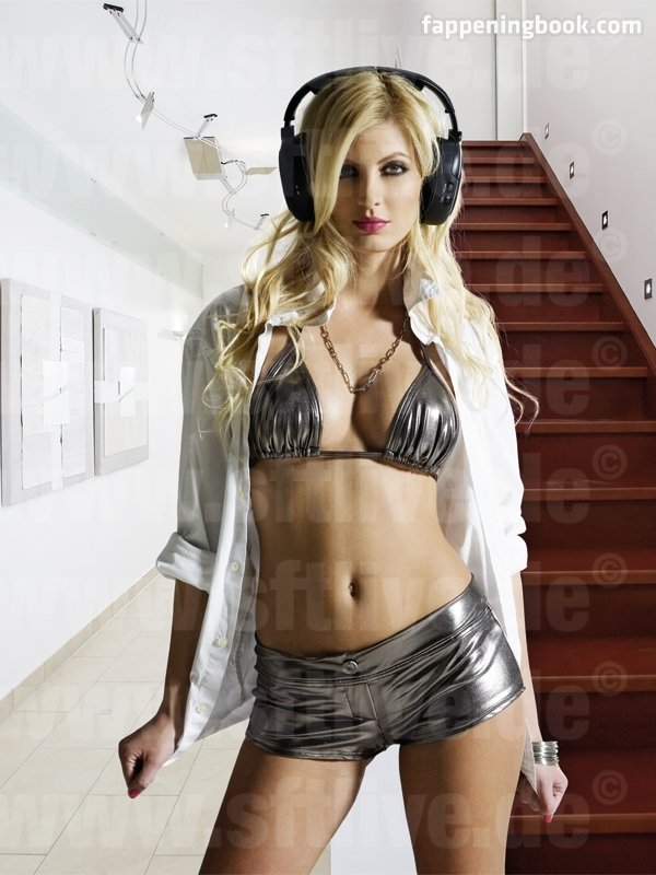 Laura Karnyaczki Nude