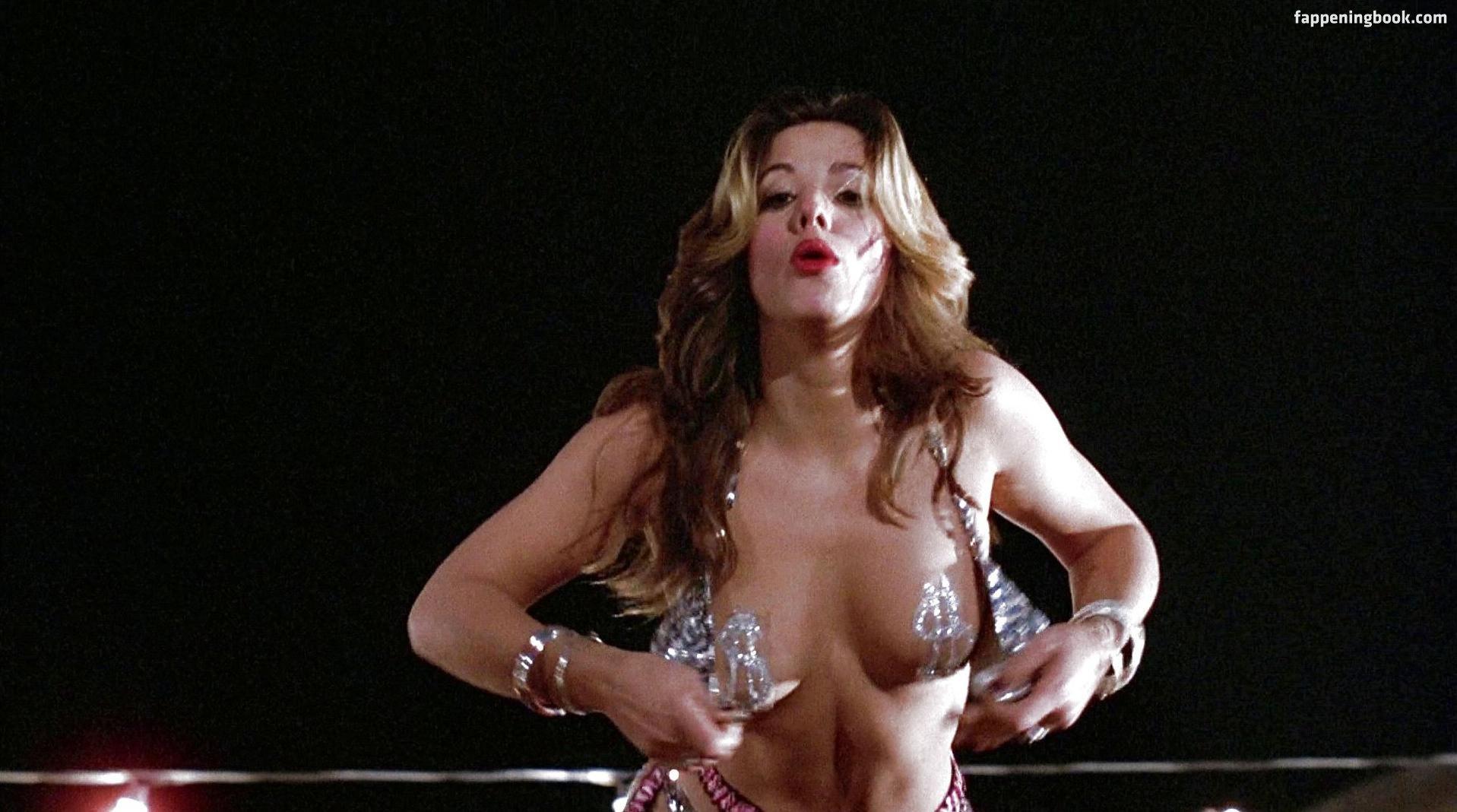 Leigh Scarritt  nackt