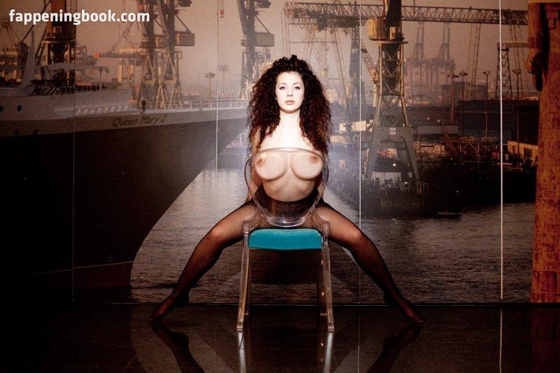 Nude leila lowfire Leila Lowfire