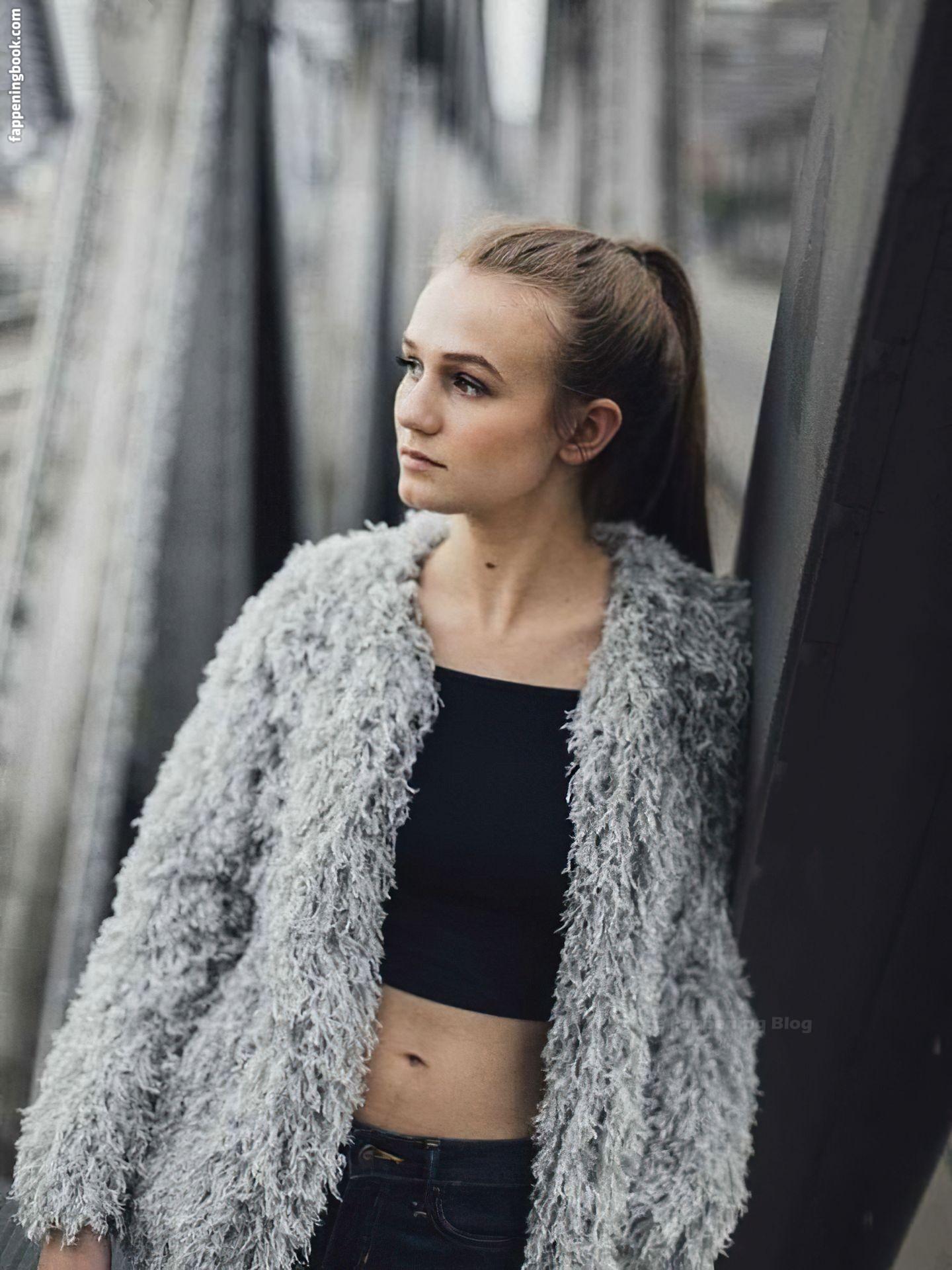 Leonie Wesselow Nude