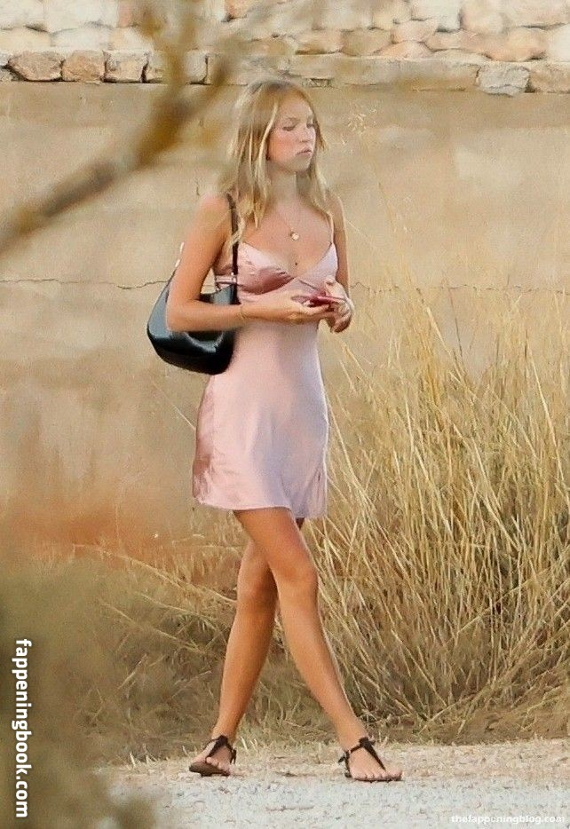 Lila Grace Moss Nude
