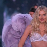 Lily Donaldson  nackt