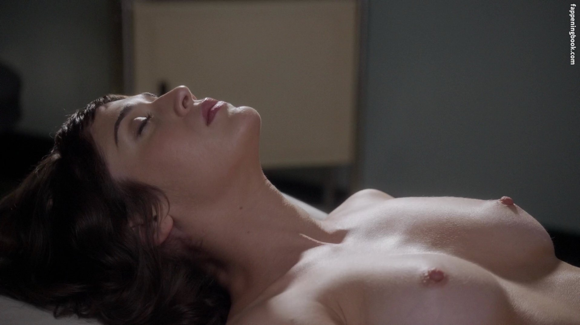 Lizzy Caplan Nude Scenes
