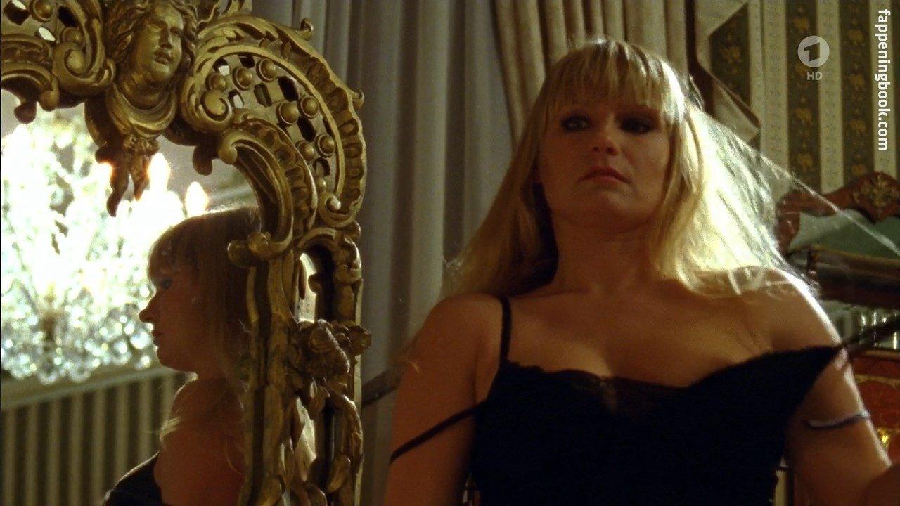 Lucia nackt Gailová June
