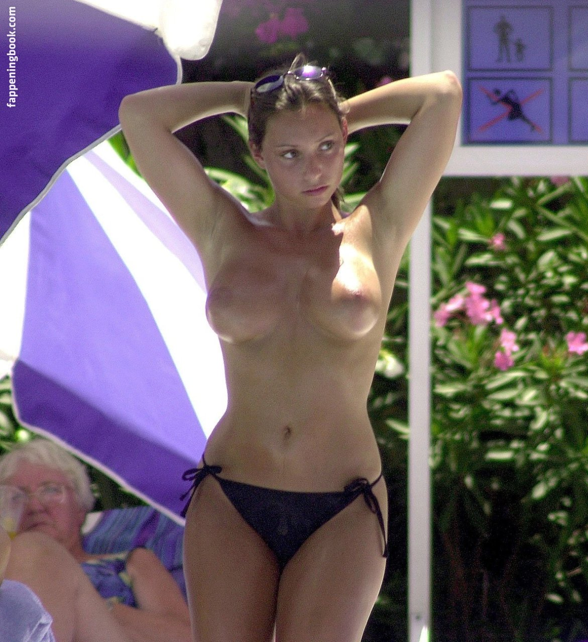 Nackt  Rhonda Carling-Rogers Rhonda »