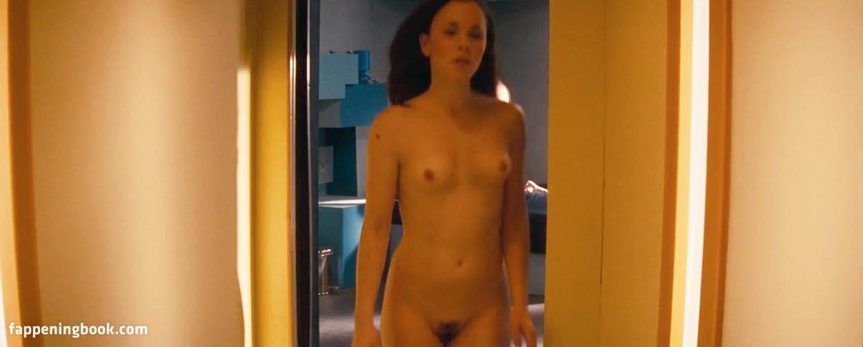 Lucy Egerton  nackt