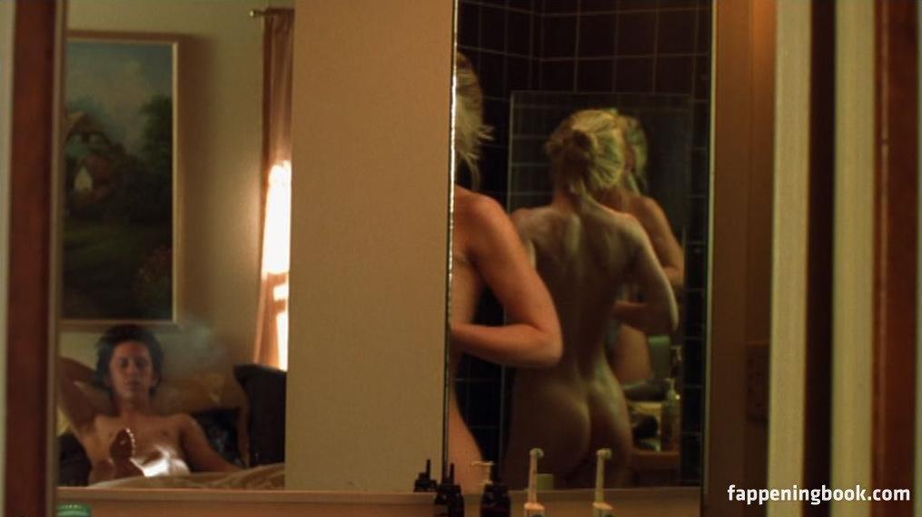 Maeve Quinlan Nude