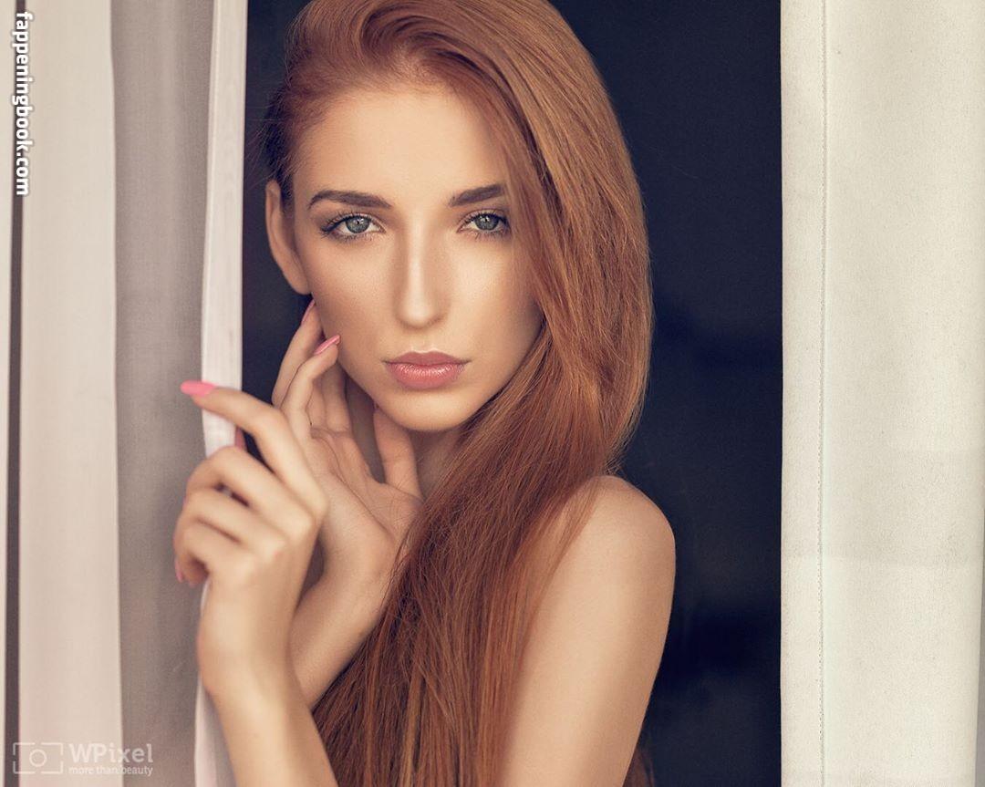 Garbowska  nackt Magdalena Henny Reents