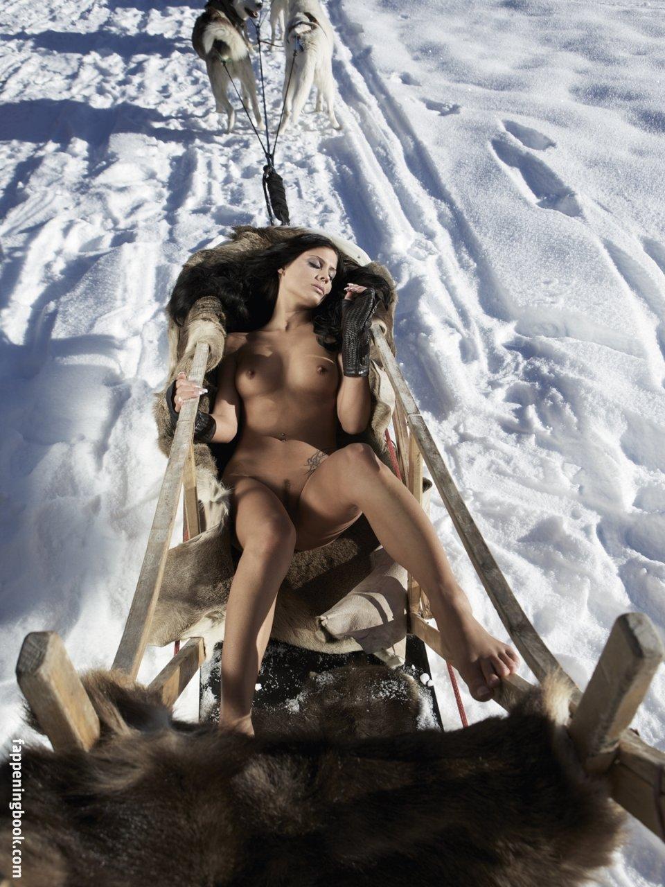 Lauren Tempany  nackt