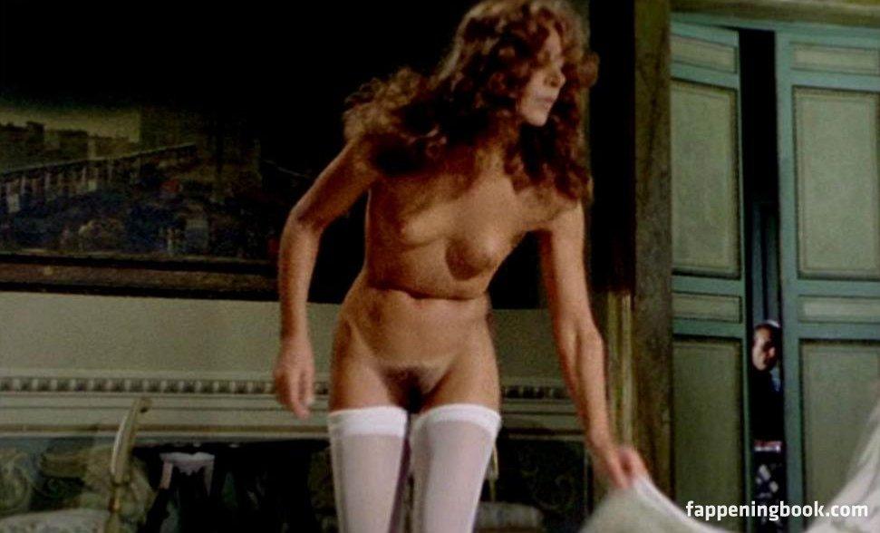 Elizabeth Giordano  nackt