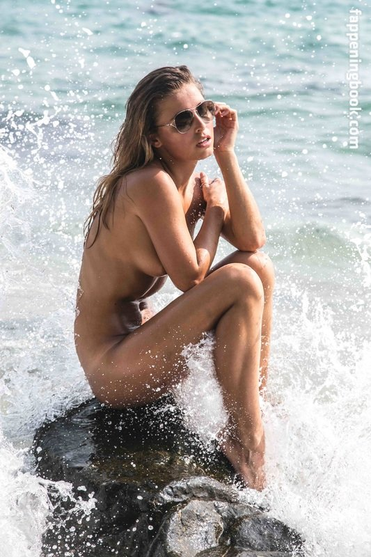 Anne Marie Kortright  nackt