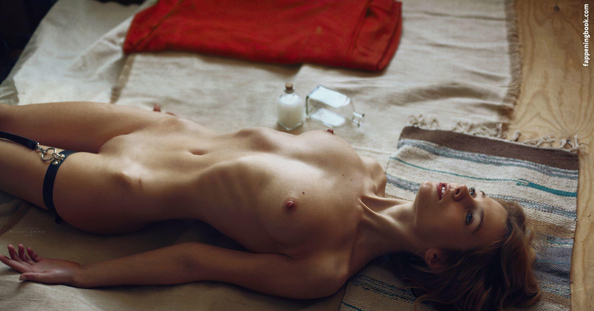 Sophia Léger Valère  nackt