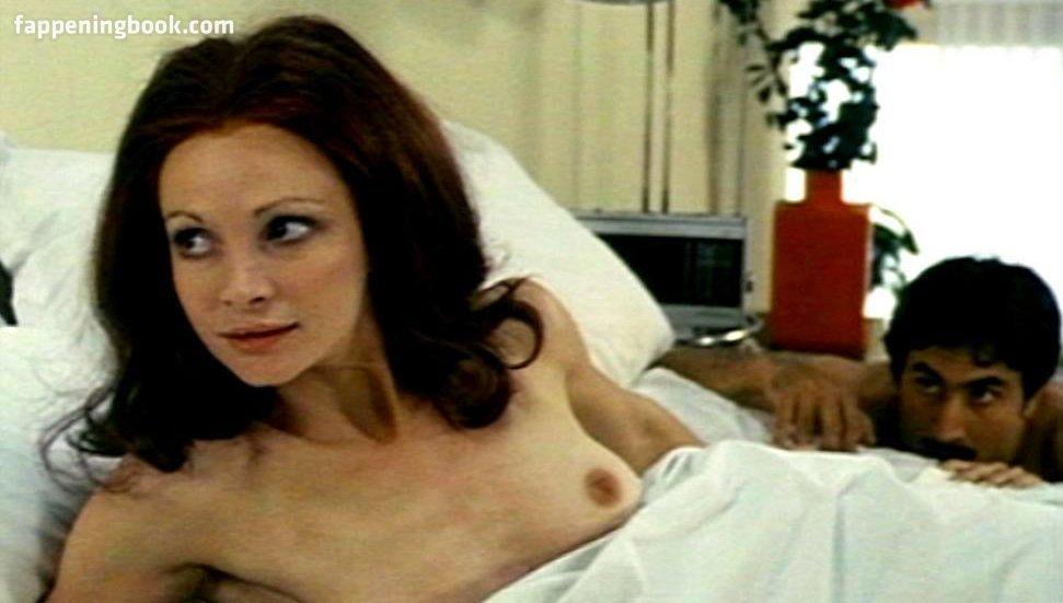 Nackt Martine Brochard  Riot in