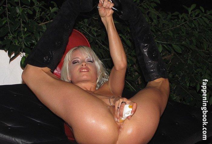 Julia brückner nude mia Mia Julia