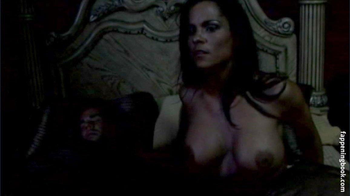 Nina Bagusat  nackt