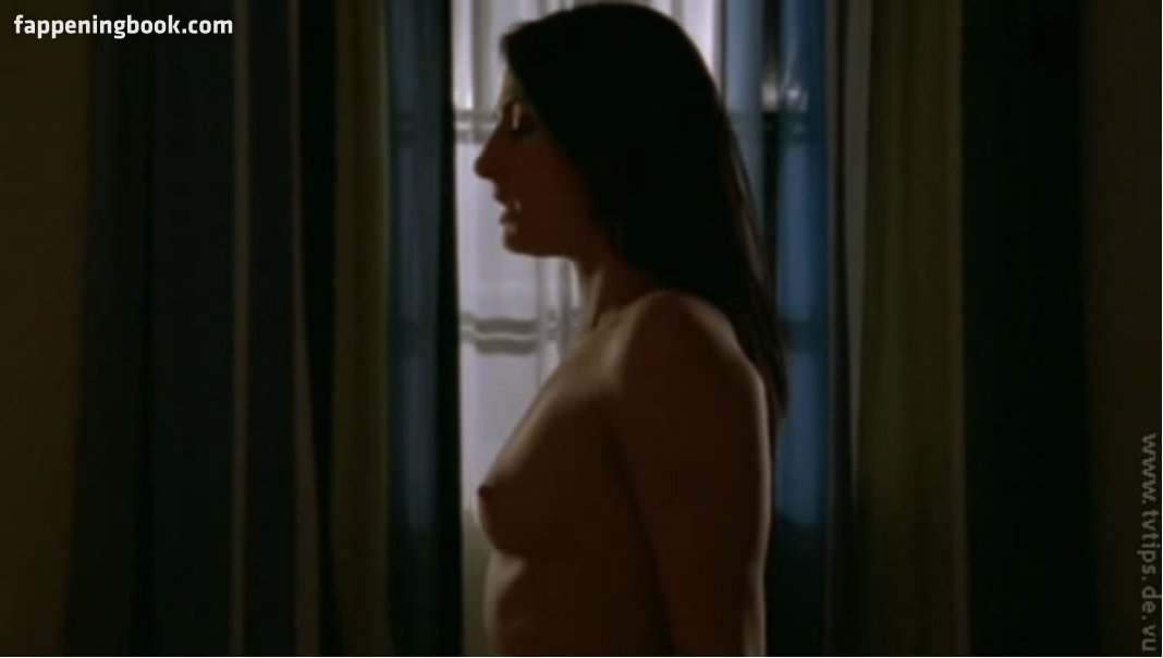 Mia wasikowska nude pics