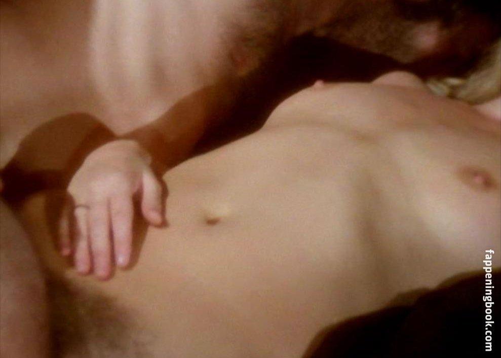 Julie Wallace  nackt