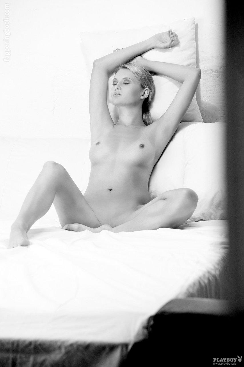 Marie Pillet  nackt