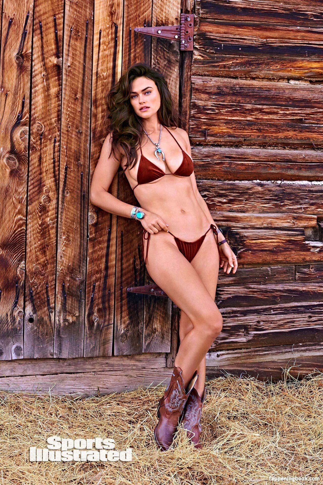Myla Dalbesio Nude, Sexy, The Fappening, Uncensored