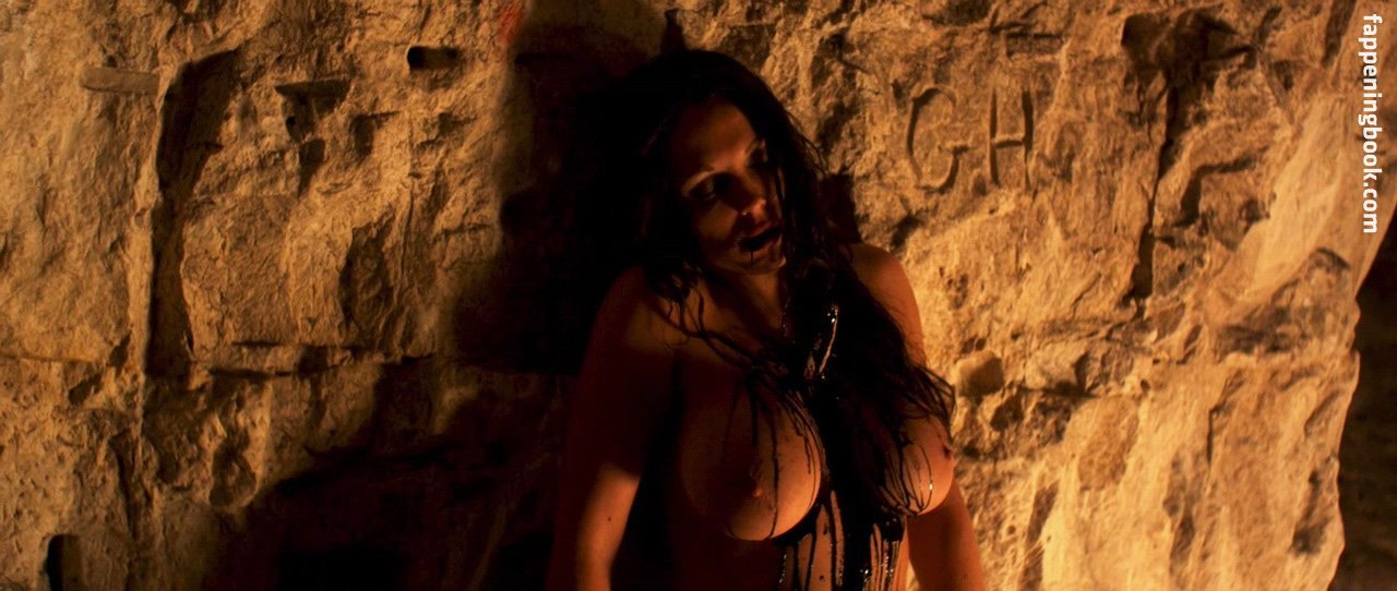 Nackt  Laura Lemar-Goldsborough 'White Reindeer'