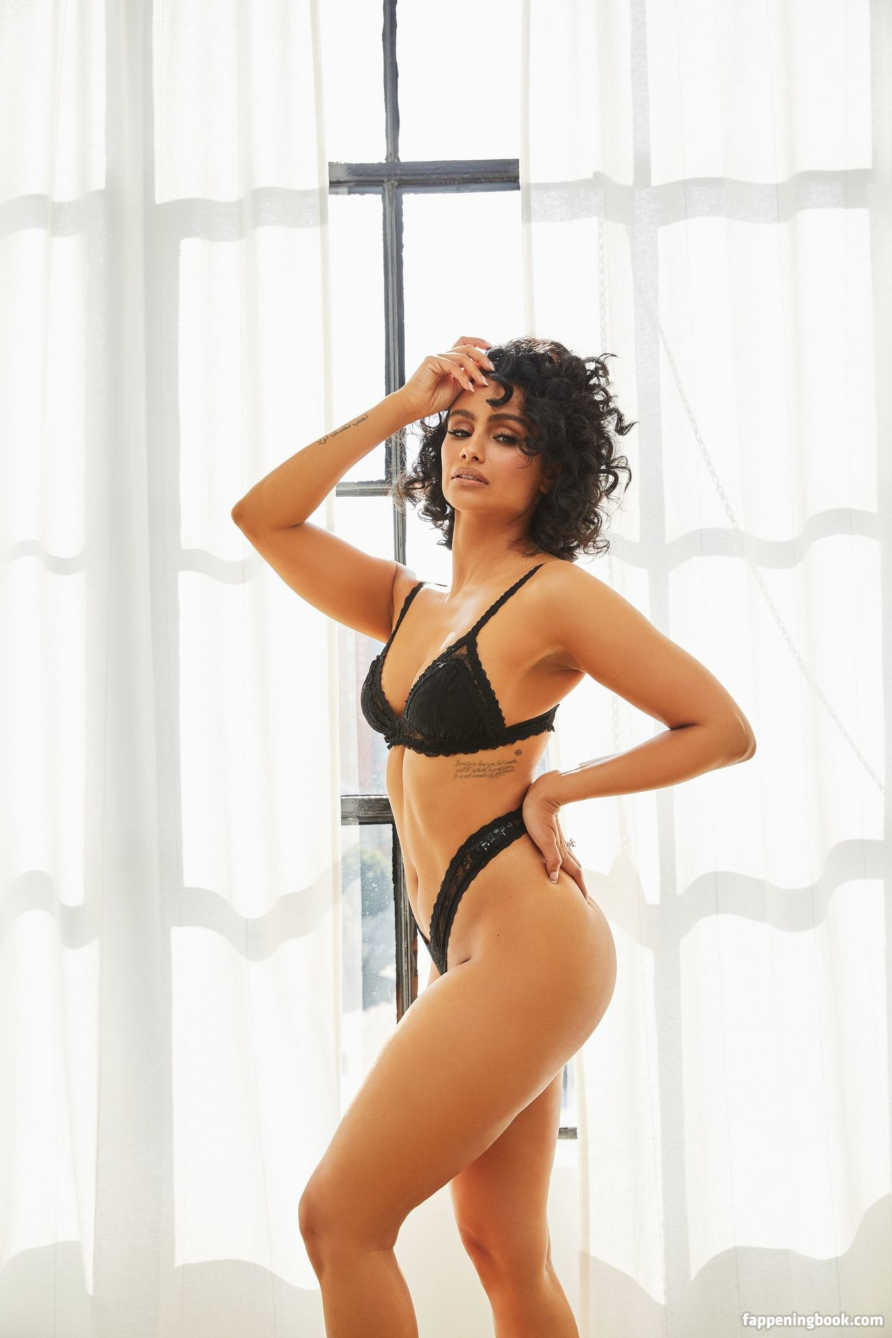 Nazanin Mandi Nude