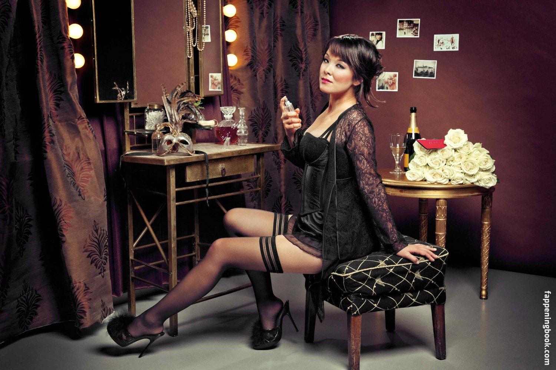 Nackt Jenny Strovas  Jenny Lloyd