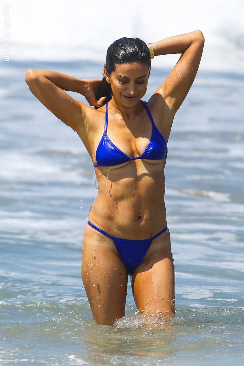 Noureen dewulf topless