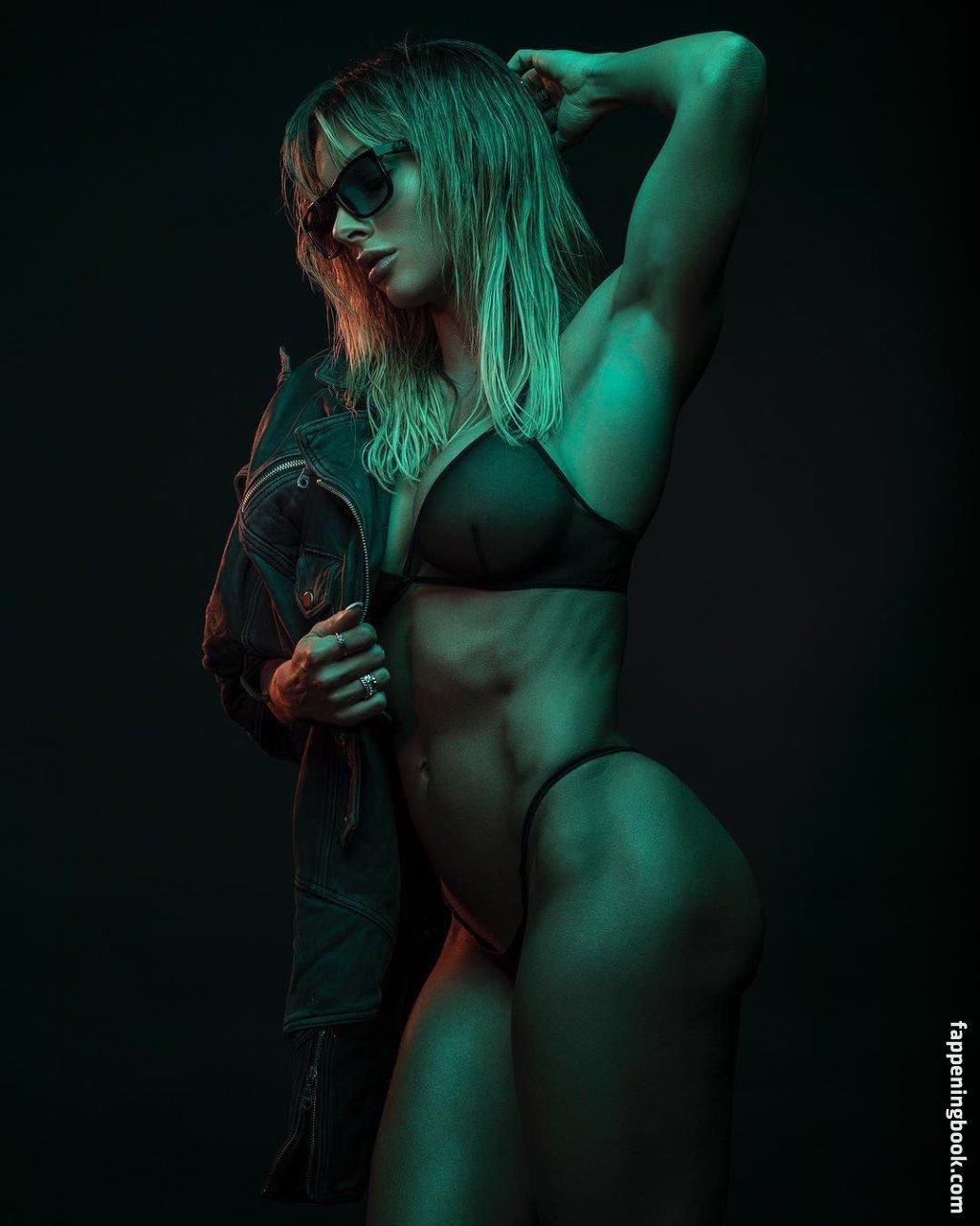 Lillian Lamour  nackt
