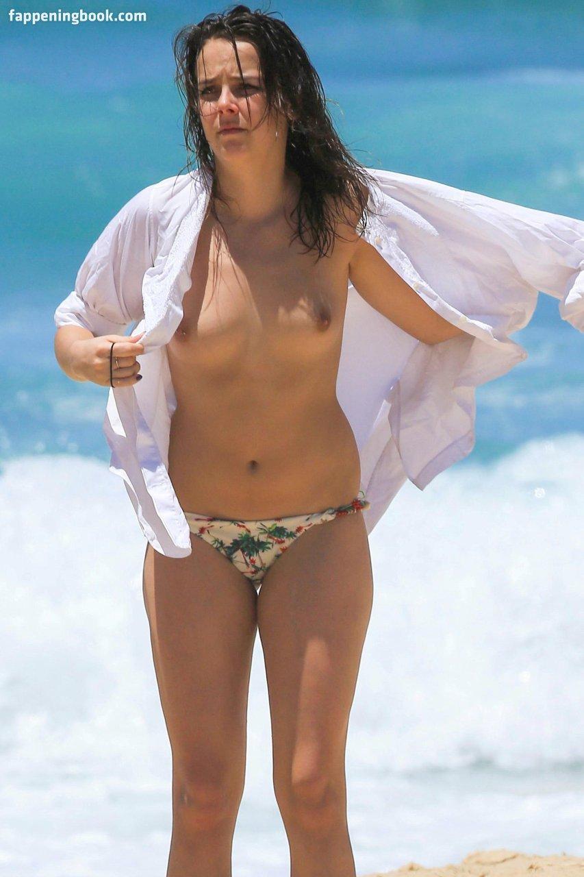 Greta Cavazzoni  nackt
